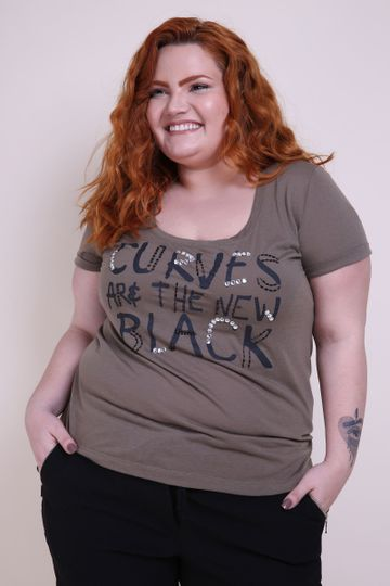 T-shirt--plus-size-bordada-a-mao