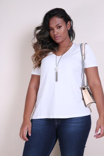 T-shirt-decote-v-plus-size