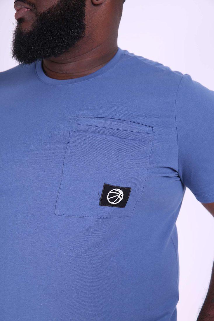 Camiseta-masculina-com-bolso-plus-size