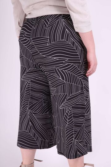 Pantacourt-malha-estampada-plus-size