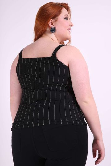 Regata-com-botoes-plus-size-