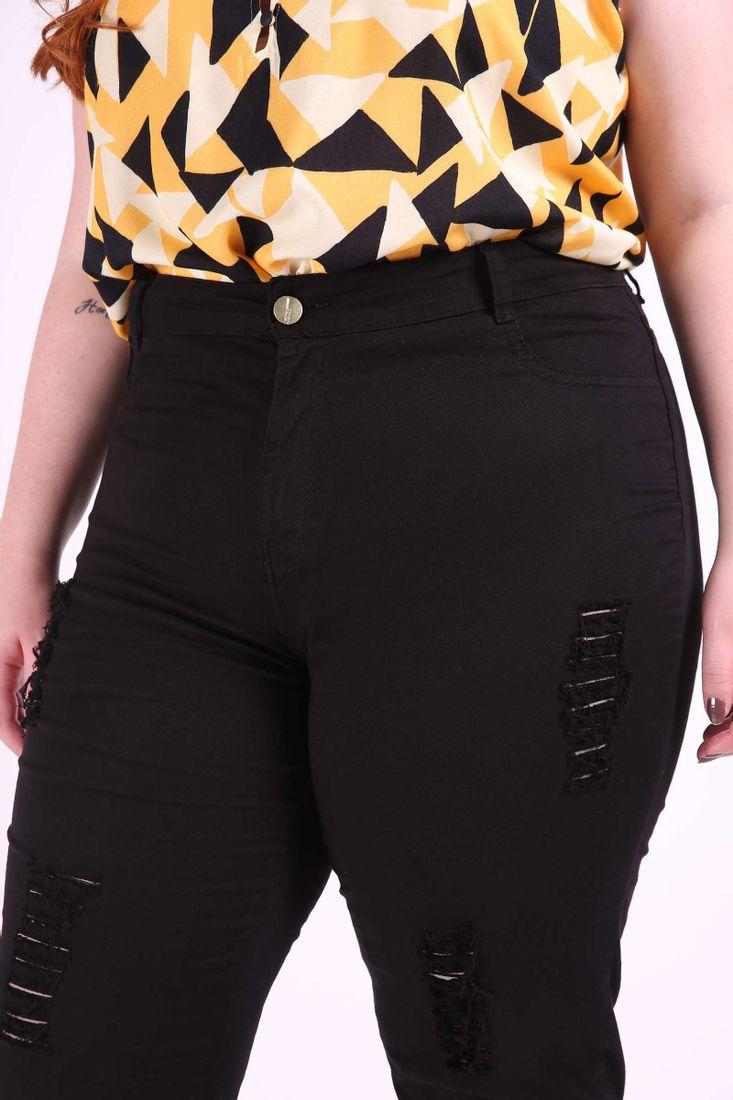Skinny-de-sarja-com-rasgos-plus-size