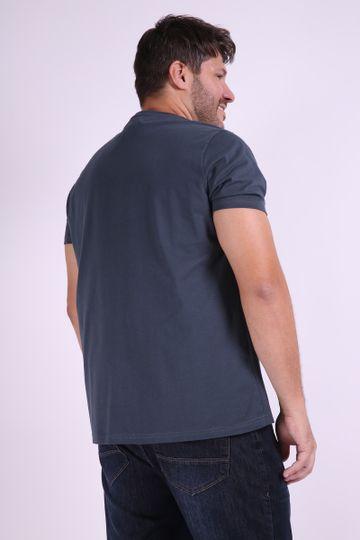 Camiseta-estampa-caveira-localizada-plus-size