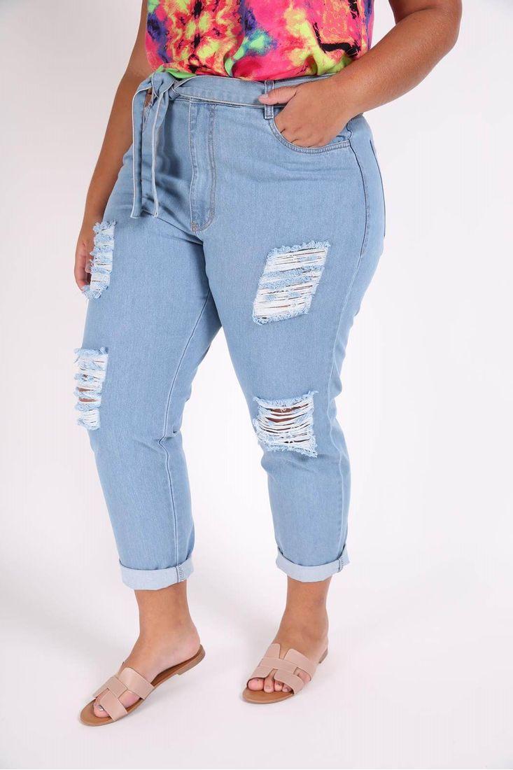 Calca-mom-jeans-com-rasgos-plus-size