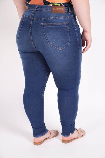 Calca-skinny-jeans-com-rasgos-plus-size