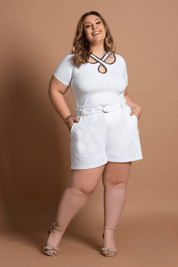 Blusa-com-bordado-no-decote-plus-size