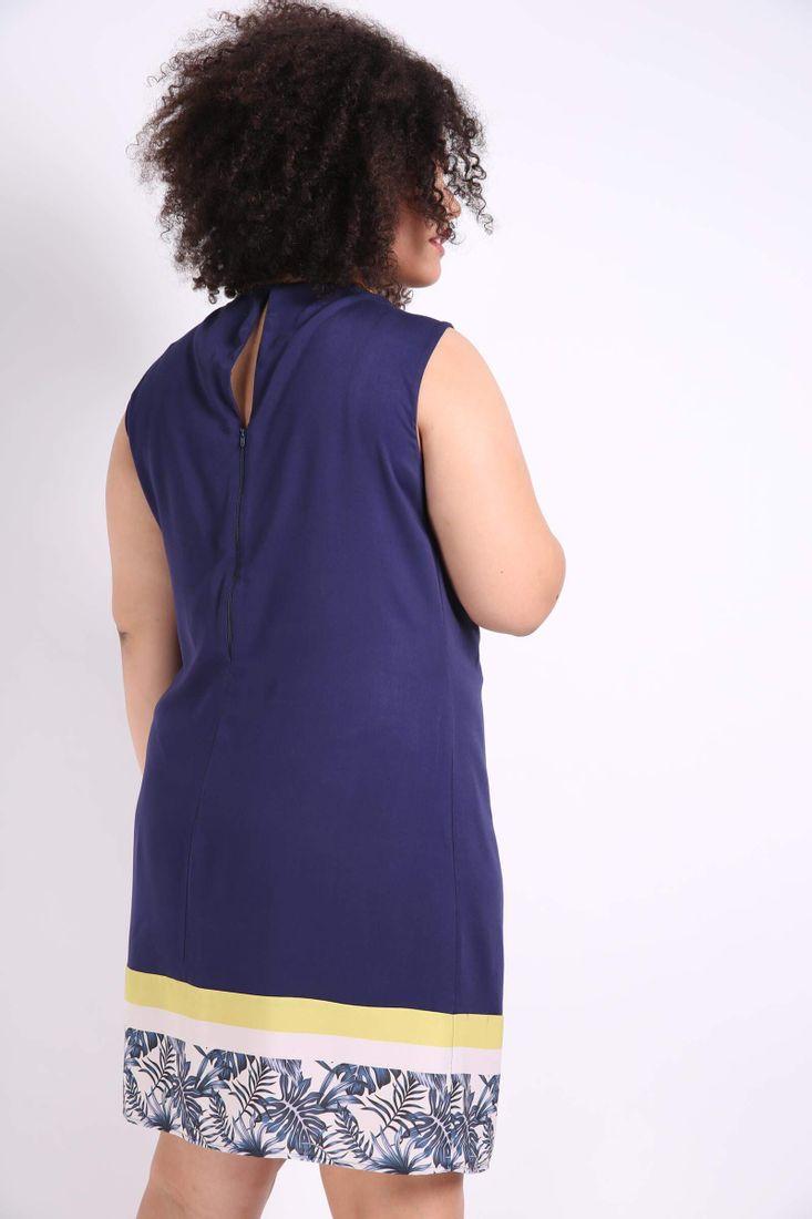 Vestido-com-barrado-estampado-plus-size