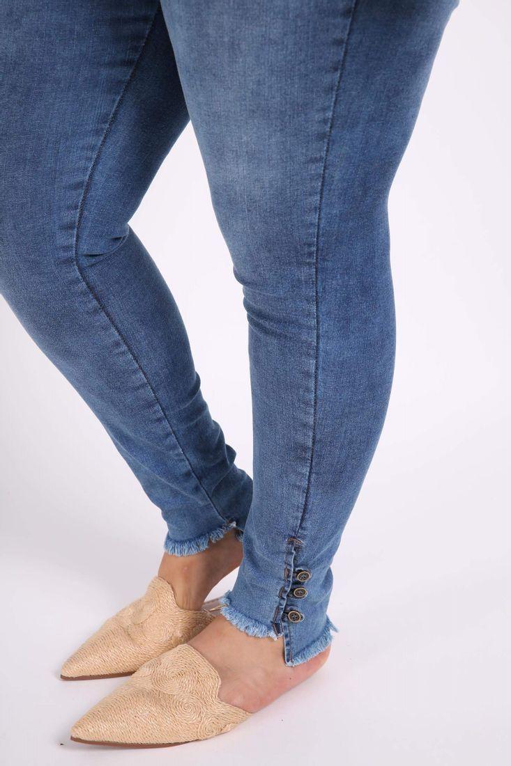 Calca-skinny-com-botoes-na-barra-plus-size