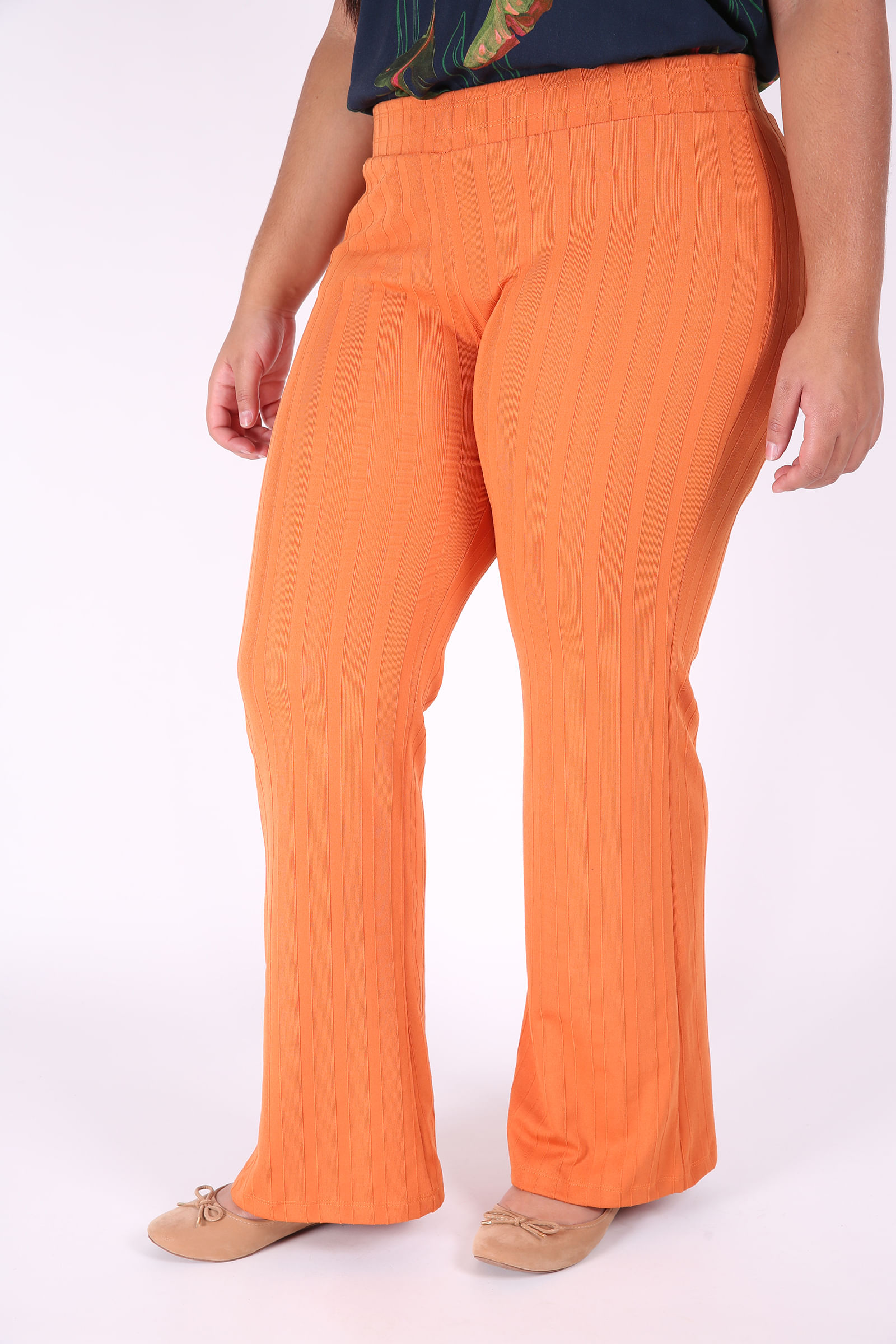 Calça flare feminina canelada plus size laranja