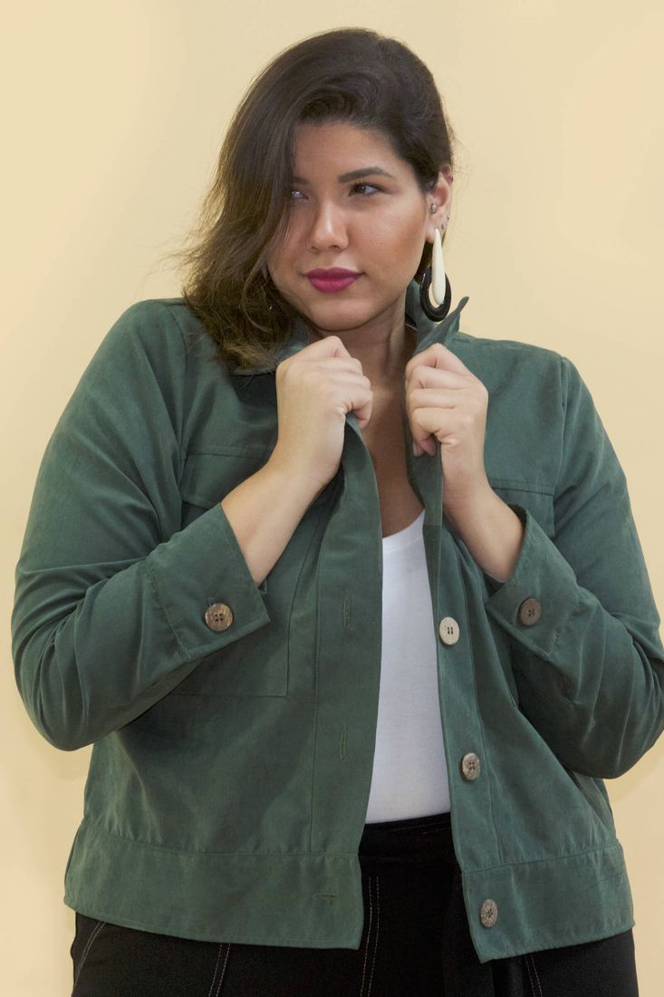 Jaqueta-curta-plus-size