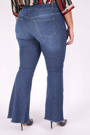 Calca-Jeans-Flare-Feminina-com-abertura-na-perna-Plus-Size_0102_3
