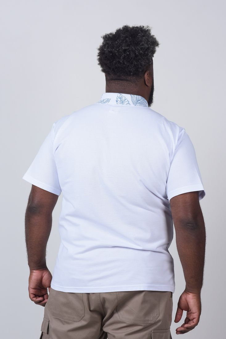 Camisa-Polo-com-estampa-na-gola-e-bolso-plus-size_0009_3