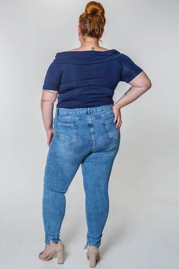 Calca-skinny-jeans-cropped-com-abertura-na-barra-plus-size_0102_3