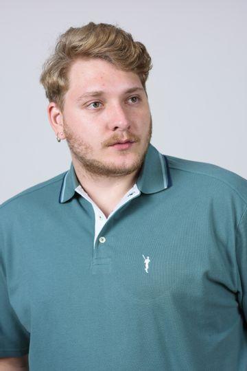 Camisa-polo-detalhe-de-frizo-gola-e-manga-plus-size_0031_3