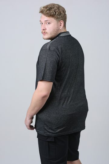 Camisa-polo-diferenciada-com-frizo-na-gola-plus-size_0026_3