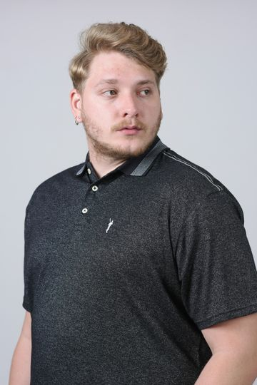 Camisa-polo-diferenciada-com-frizo-na-gola-plus-size_0026_1