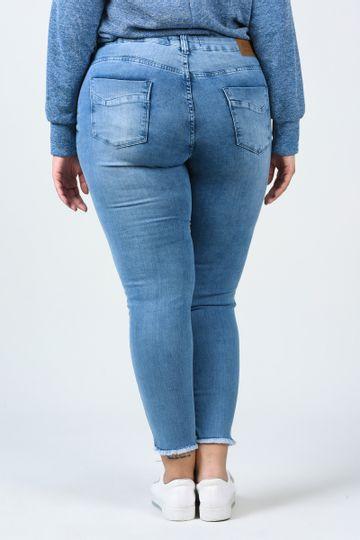 Calca-skinny-jeans-barra-desfiada-plus-size