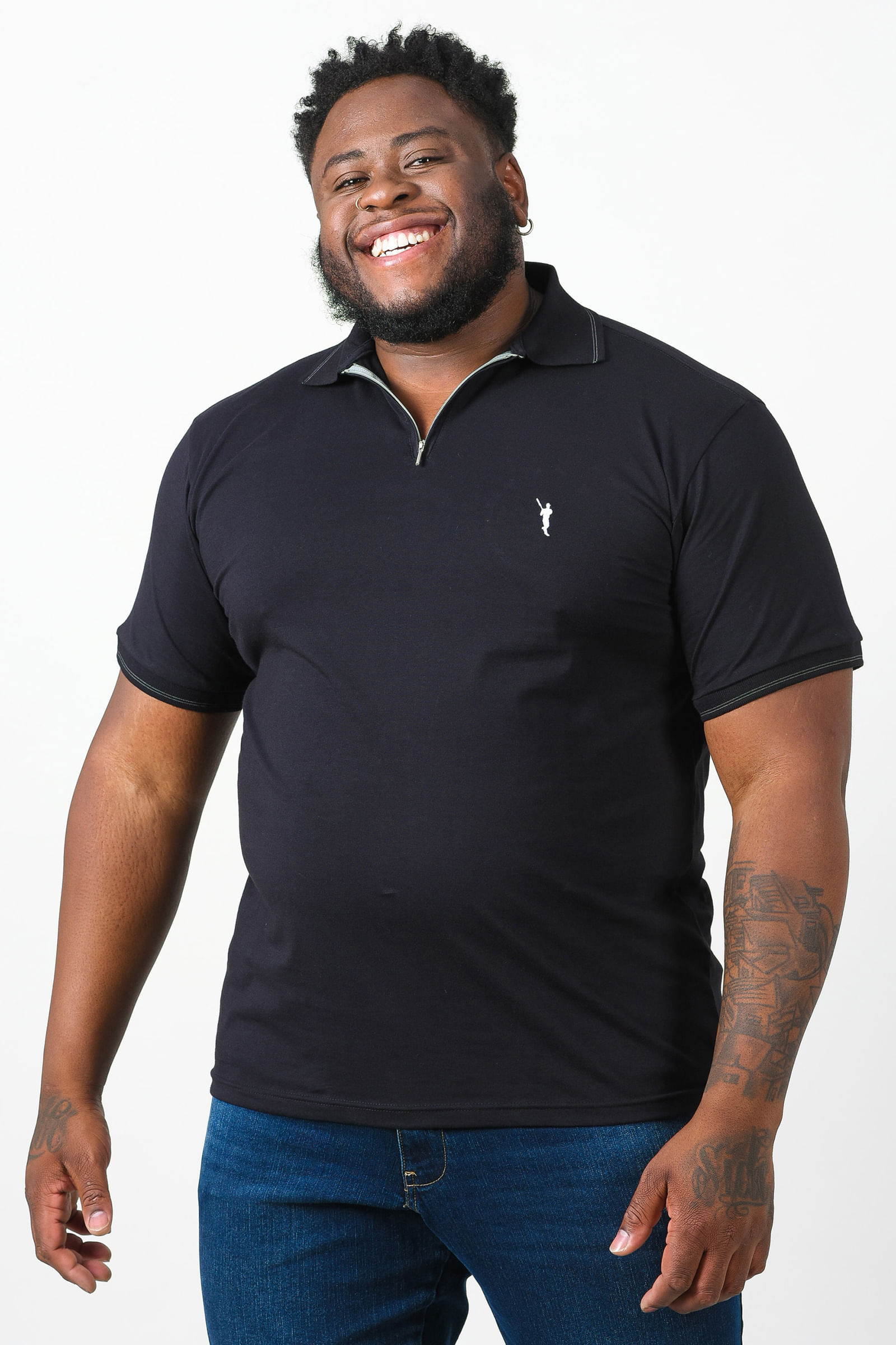 Camisa polo com zíper plus size preto