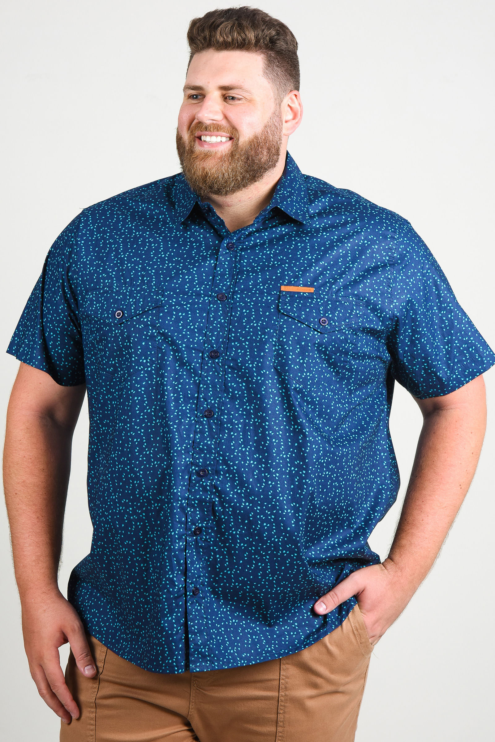 Camisa estampada manga curta plus size azul marinho