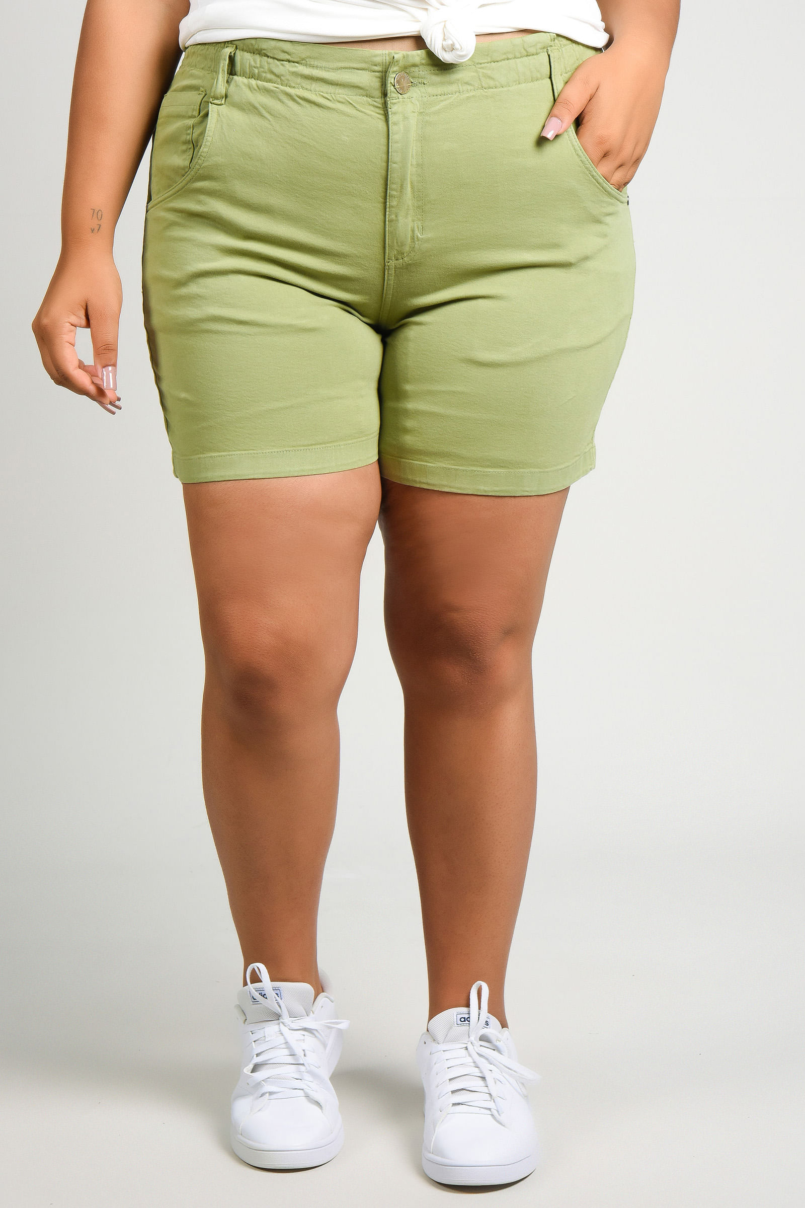 Shorts de sarja com elastano plus size verde